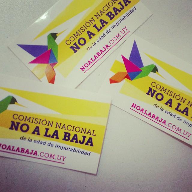 Imágenes de la campaña #NoaLaBaja, de Uruguay