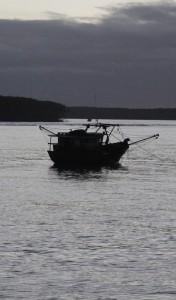 Pescadores artesanais reclamam da expansão dos poços de petróleo