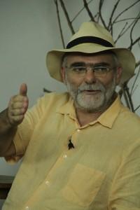 O historiador Célio Turino