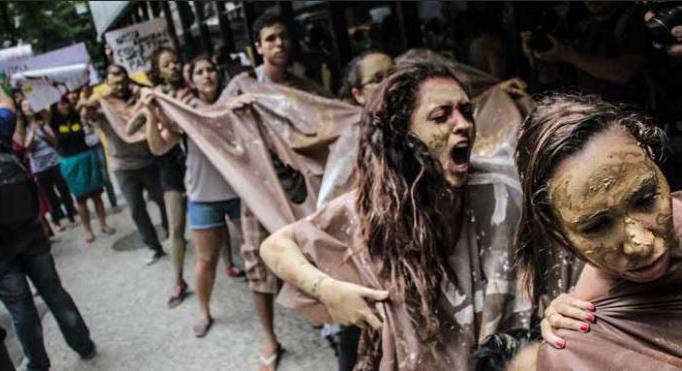 Protest gegen die Verharmlosung des Bergbauunglücks in Mariana durch die Regierung (Foto: Mídia NINJA)