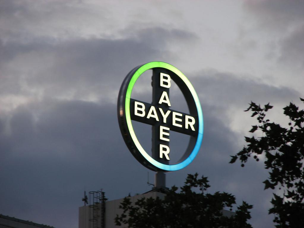 """A la campaña """"Si es Bayer es bueno"""", los activistas responden """"Si es Bayer es Monsanto""""."""